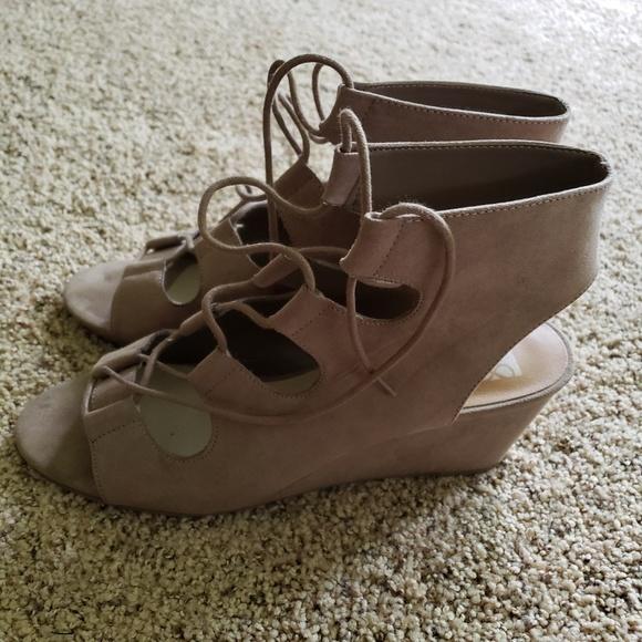 fb40edbf10 Dolce Vita Shoes - Dolce Vita dv8 wedges